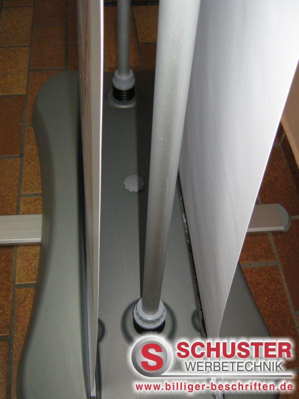 Rollup-Display outdoor - robust und stabil bei Wind und Wetter