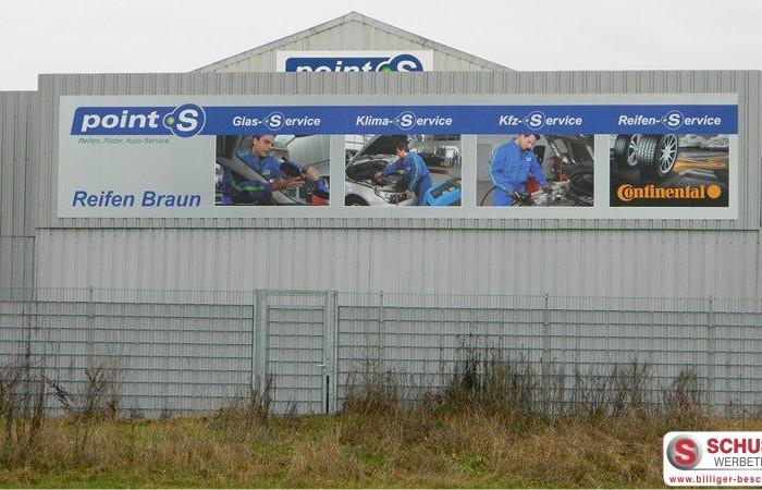 Werbeschild bei Reifen Braun in Herzogenaurach